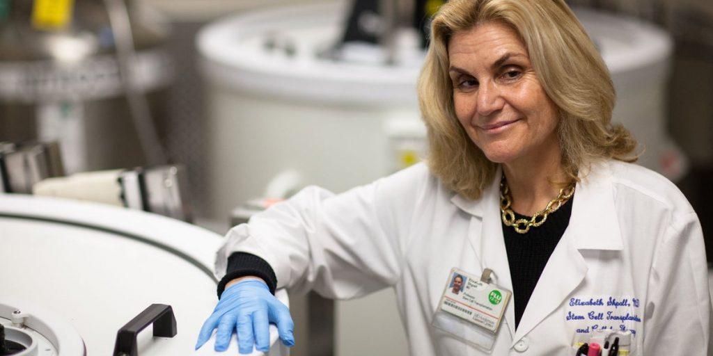 Tým Elizabeth Shpall oznamuje schopnost až 30 násobného množení buněk